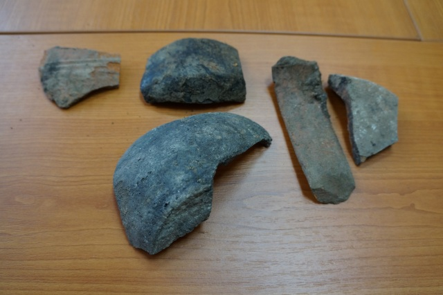Artifacts found in the grave in downtown Yambol. Photo by Delnik.net