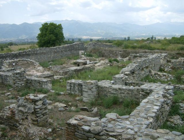 This 2012 photo shows the remains of the Ancient Roman Thermae (public baths) in Nicopolis Ad Nestum before their restoration. Photo by Izvora, Wikipedia