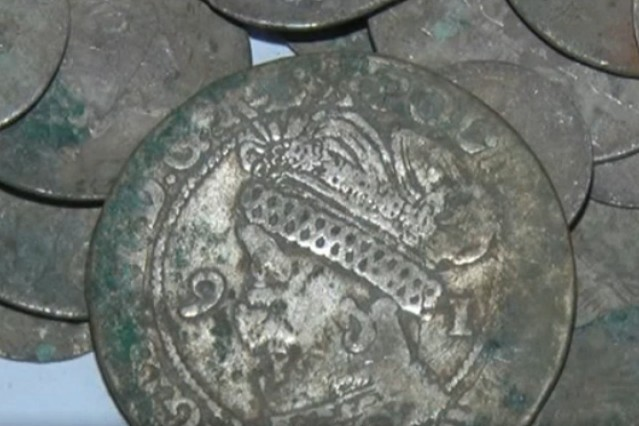 A closeup of some of the coins discovered by Tahir Mehmedov in Bulgaria's Popovo Municipality. Photo: TV grab from Nova TV