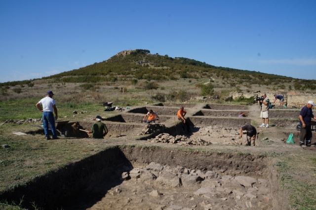 Pictured: Excavations in the southeastern Bulgarian District of Yambol, unspecified location. Photo by Delnik.net