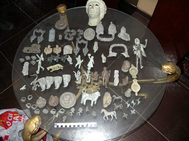 Ancient figurines and other artifacts rescued by the Shumen Police. Photo by Interior Ministry Press Center
