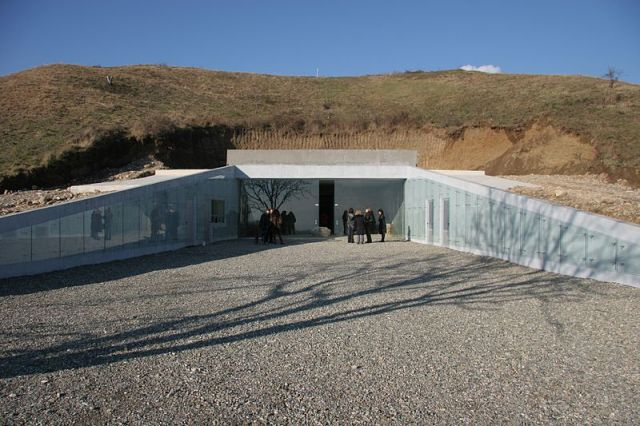 A view of the entrance of the contemporary museum of the Seuthes III's tomb on the Golyama Kosmatka Mount near Kazanlak. Photo by Kazanlak Museum of History, Wikipedia