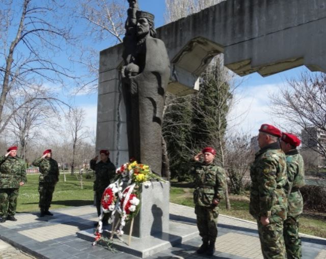 Laying of wreaths with military honors at the monument of Tsar Ivan Asen II in Asenovgrad, Southern Bulgaria. Photo by Darik Plovdiv