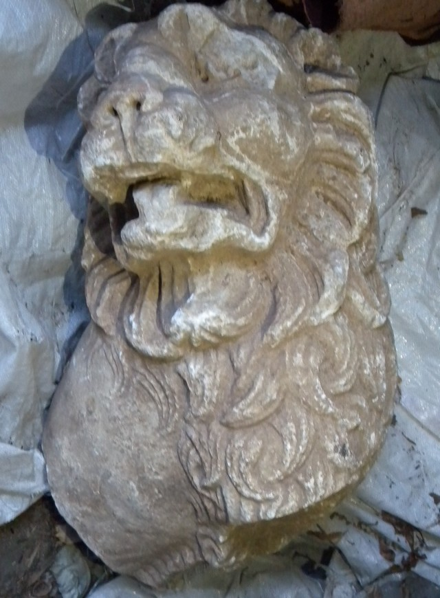 A lion's head, apparently a fragment from an ancient sculpture, is among the items seized by the police in Shumen. Photo by Interior Ministry Press Center