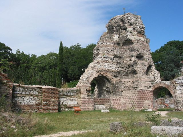 Part of the ruins of the Ancient Roman Thermae in the Bulgarian Black Sea city of Varna. Photo by Extrawurst, Wikipedia