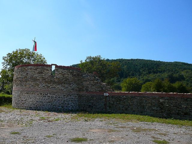A tower in the Sostra Fortress guarding the ancient Roman road from Philipopolis to the Danube. Photo by Elena Chochkova, Wikipedia