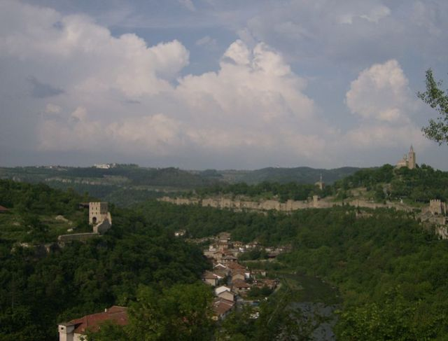 This photo shows the two major fortresses of the capital of the Second Bulgarian Empire, Veliko Tarnovo. The Tsarevets Hill, whose fortress has been partly restored, is to the right. The Trapesitsa Hill, where no major restorations have been made, is to the left. The Yantra River is in the middle. Photo by Izvora, Wikipedia