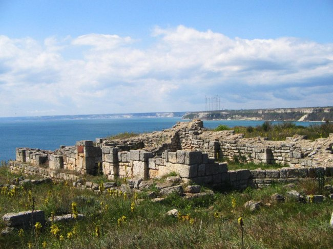 A view of the ruins of the early Byzantine fortress in the Yailata Archaeological Preserve overlooking the Black Sea. Photo by shabla.be