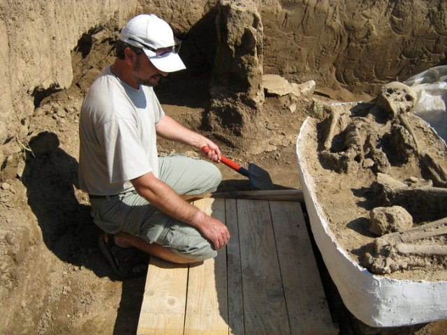 This 2010 photo shows Vratsa archaeologist Georgi Ganetsovski at work in the Early Neolithic settlement at Valoga near Ohoden in Northwest Bulgaria. Photo: Georgi Ganetsovski Facebook Page