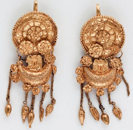 These golden earrings from the Mogilanska Mound Treasure dating back to about 350 BC from the collection of the Vratsa Regional Museum of History will also be on display in the Louvre. Photo: Todor Dimitrov, Bulgaria's Ministry of Culture