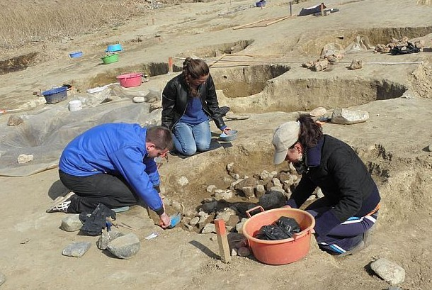 The excavation of the Ancient Thracian child sacrifice ritual pit found near Mursalevo continues. Photo: BGNES