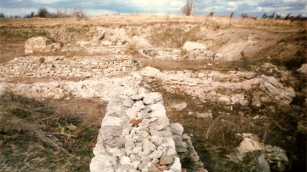 A very small portion of the ruins of the once impressive Ancient Roman arsenal city of Ratiaria has been preserved; the rest have been destroyed by treasure hunters in the past 25 years. Photo: ratiaria.eu