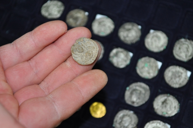 This photo shows some of the ancient and medieval coins seized from two treasure hunters in Southeast Bulgaria which have now been added to the permanent collection of the Regional Museum of History in Sliven. Photo: Burgas Appellate Court