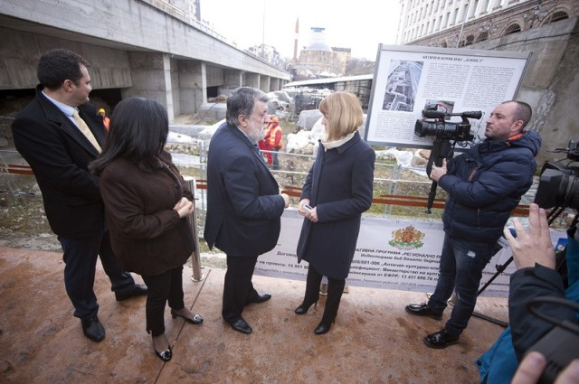Bulgaria's Culture Minister Vezhdi Rashidov (third L) and Sofia Mayor Yordanka Fandakova (second R) inspected the site of the excavated Ancient Serdica at the Sofia Largo. Photo: BGNES