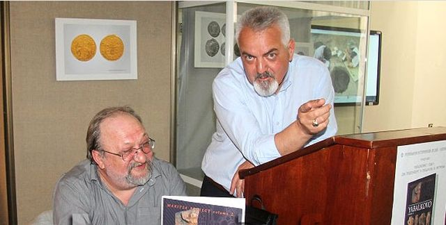 Assoc. Prof. Krasimir Leshtakov (left, sitting) at the presentation of his book about the archaeological excavations of the Early Neolithic proto-city in Bulgaria's Yabalkovo, together with Valentin Dimitrov, Director of the Regional Museum of History in the city of Haskovo. Photo: Haskovo.info
