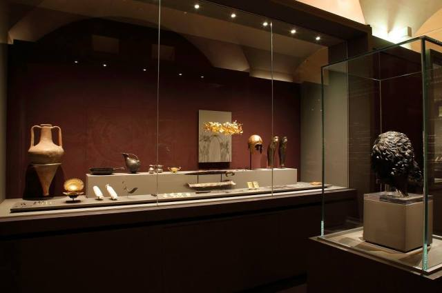 Ancient Thracian treasures and artifacts exhibited in Bulgaria's exhibition on Ancient Thrace in the Louvre Museum, Paris, France. Photo:  Musée du Louvre / Antoine Mongodin / Louvre Museum Facebook Page