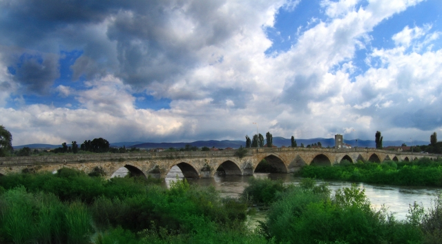This photo shows most of the 295-meter Old Bridge in Bulgaria's Svilengrad, the first major work of Ottoman architect Mimar Sinan, completed in 1529 AD. Photo: Svilengrad24
