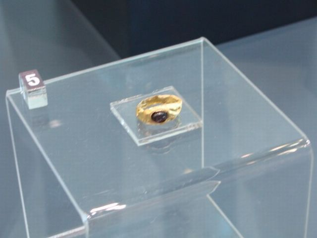 A gold ring of a Thracian aristocrat discovered in one of the six graves underneath the Pamuk Mogila tumulus in Bulgaria's Brestovitsa. Photo: Plovdiv24