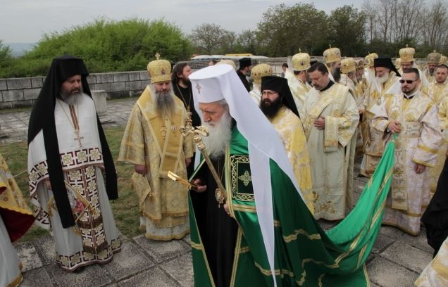 Bulgarian Patriach Neofit leading the procession for the liturgy for the 1150th anniversary of Bulgaria's adoption of Christianity which was held amidst the ruins of the 9th century Great Basilica in the medieval Bulgarian capital Pliska. Photo: Shum.bg