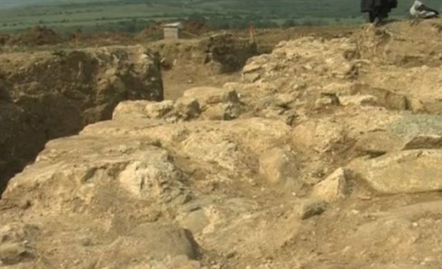 Ruins of the Ancient Roman villa discovered in rescue excavations on the route of the Struma Highway near Bulgaria's Mursalevo. Photo: TV grab from Nova TV