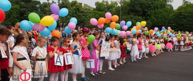 Celebrations for May 24, Day of the Bulgarian (Cyrillic) Alphabet and Bulgarian Culture, in the Black Sea city of Varna. Photo: BGNES