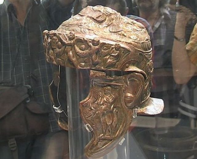 A view of the left side of the Ancient Thracian aristocrat's helmet found in the Thracian burial mound (tumulus) Pamuk Mogila in Bulgaria's Brestovitsa in 2013. Photo: BGNES